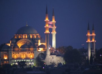 ISTANBUL BY NIGHT WITH ITALIAN SPEAKING ASSISTANCE